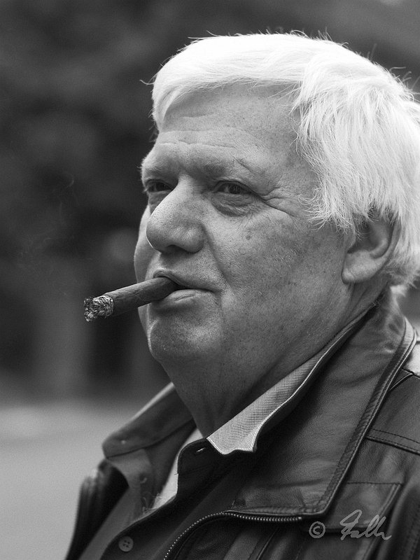 Walther with Cigar   © Falk 2016
