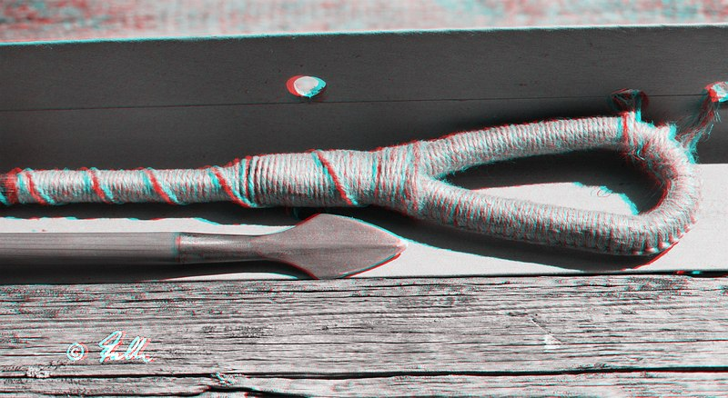 red-cyan Anaglyph of a Crossbow String   © Falk 2016